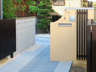 エクステリアリフォーム 日本家屋へと続く和風モダンな玄関アプローチ