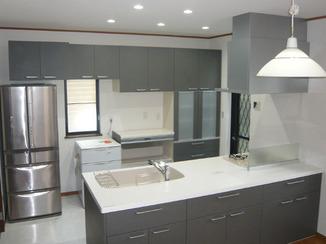 キッチンリフォーム 収納量も多い明るくオープンな対面キッチン