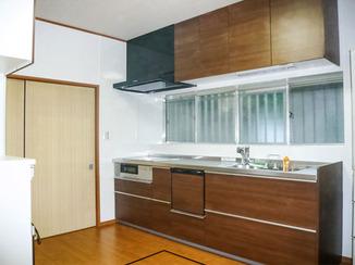 キッチンリフォーム 二世帯でも使いやすく広いキッチン
